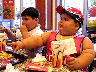 Los hábitos alimenticios de los papás influyen en la obesidad infantil [Estudio]