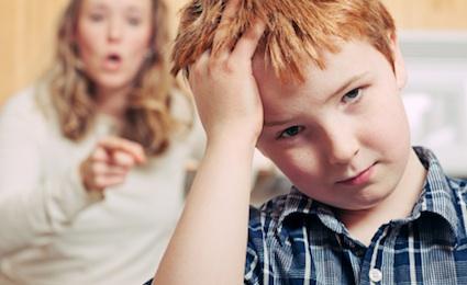 Entre más le gritas a tus hijos, menos te escuchan. ¿Por qué?