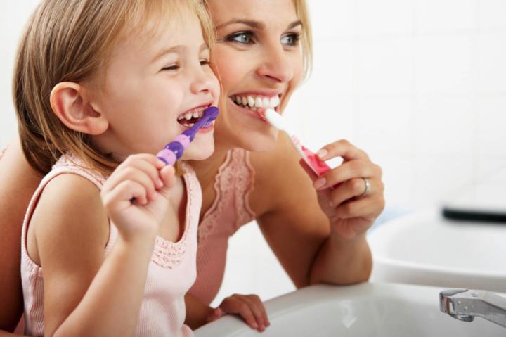 7 consejos sobre el cepillado de los dientes en niños