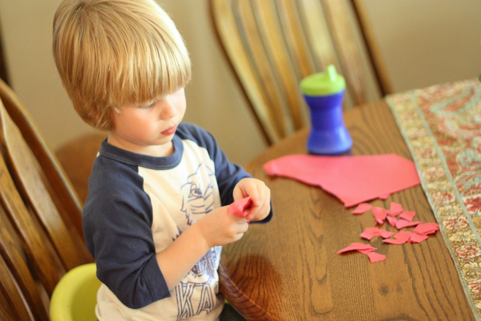12 actividades para ni os desde sus 13 hasta 24 meses de for Papel decomural para ninos