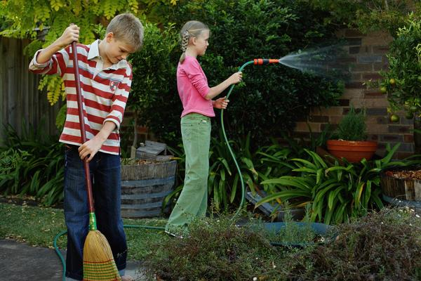 ¿Cómo enseñarles a tus hijos la importancia de la limpieza en el hogar?