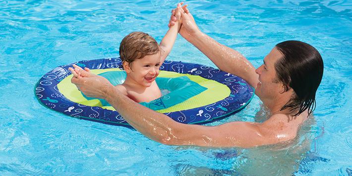 Precauciones si vas a la piscina con bebés y niños