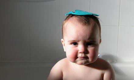 ¿Es malo bañar a mi bebé todos los días?